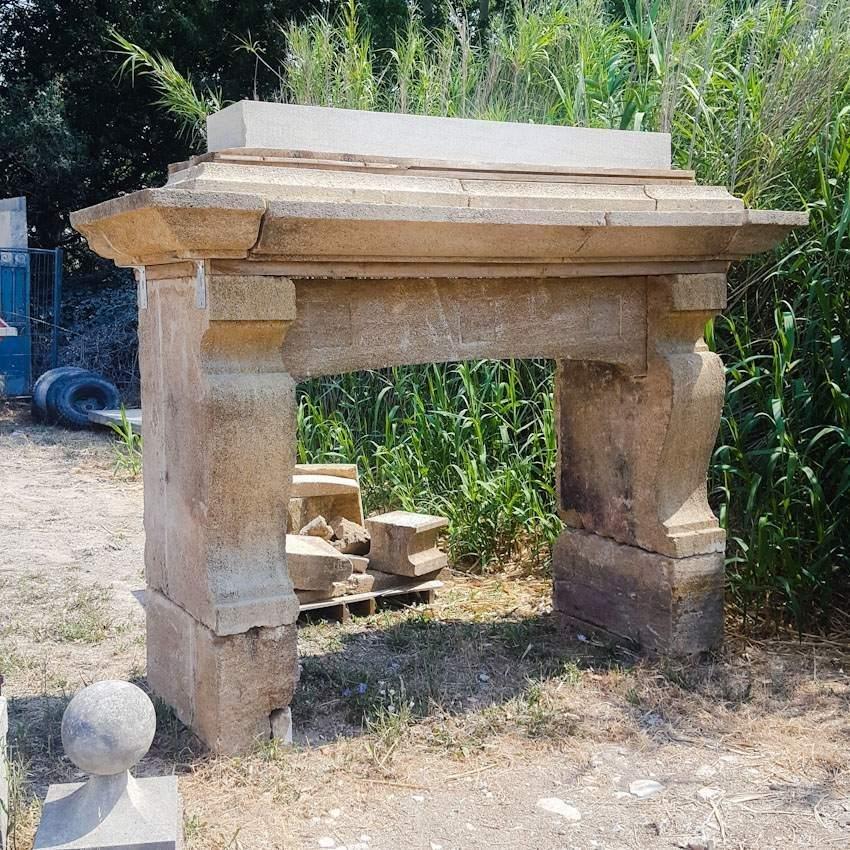 CHEMINEE ANCIENNE MONUMENTALE